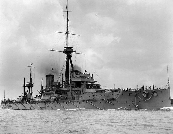 hms-dreadnought-large-56a61c3e3df78cf7728b6440.jpg